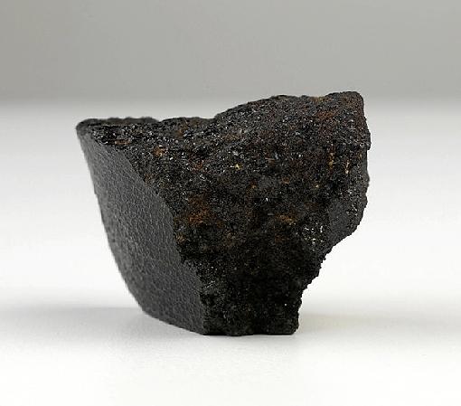Apesar da recuperação de peças como o meteorito Angra (foto) e o crânio de Luzia, o Museu Nacional continua a padecer da falta de recursos. (Divulgação)