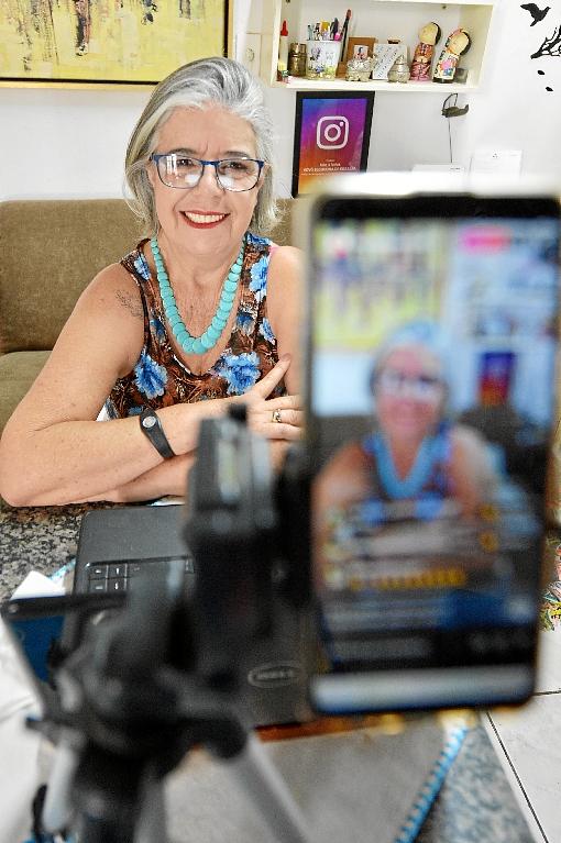 Pessoas acima dos 60 anos invadem o mundo virtual e tornam-se influenciadores digitais. Maria Lúcia é conhecida como a Vovó Blogueira e acumula mais  de 15 mil seguidores. (Ed Alves/CB/D.A Press)