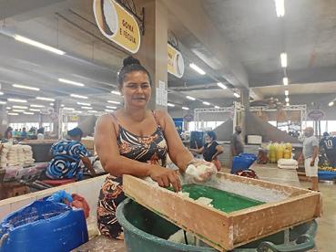 Nas regiões remotas da Amazônia, mulheres, como a agricultora Nilza Cavalcante, enfrentam a falta de infraestrutura e as distâncias.  (Luana Patriolino/CB/D.A Press)