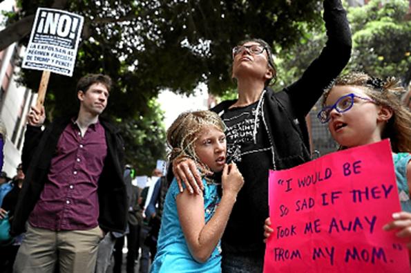 Presidente dos EUA recebe críticas mundiais e no próprio país (foto) por separar crianças dos pais que imigram ilegalmente. A Casa Branca rompeu ontem com o Conselho de Direitos Humanos das Nações Unidas.  (Justin Sullivan/AFP)