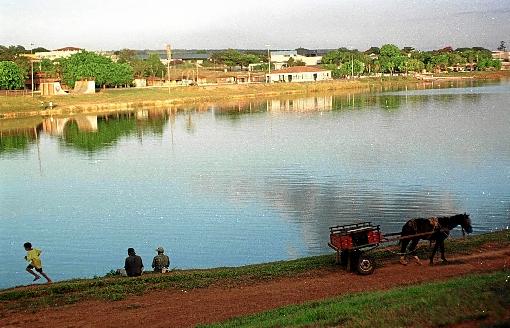 A ação, além de contribuir para recuperar a nascente, abastece o cartão-postal Lago Veredinha e o Lago Descoberto - (crédito: Adauto Cruz/CB/D.A Press - 6/3/09)