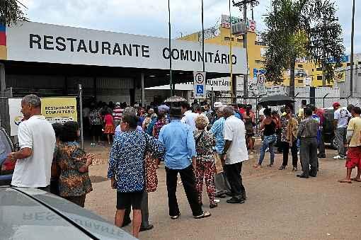 Segundo o Projeto de Lei, quem recebe o auxílio emergencial terá gratuidade nas refeições dos restaurantes comunitários do DF - (crédito: Paula Rafiza/Esp. CB/D.A Press - 27/1/14)
