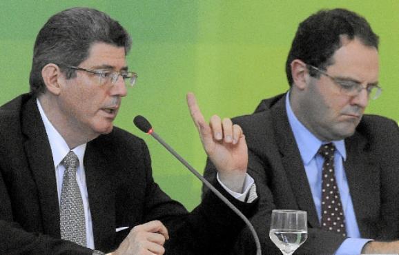 Os ministros Joaquim Levy e Nelson Barbosa dão as más notícias aos servidores e aos concurseiros (Carlos Moura/CB/D.A Press)
