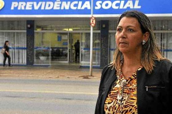 A doméstica Roseleide Pereira passou mais de sete horas em uma fila à espera de explicações (Minervino Junior/CB/D.A Press)