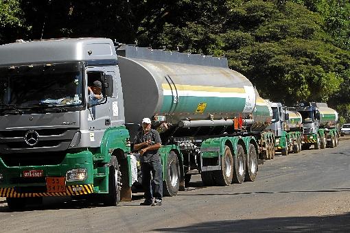 Transportadores de combustíveis estão em greve em pelo menos seis estados