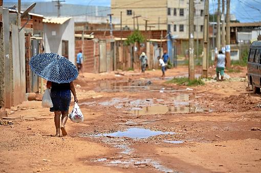 País precisa de saneamento básico por uma questão de saúde pública -  (crédito: Marcelo Ferreira/CB/D.A Press - 23/12/16)